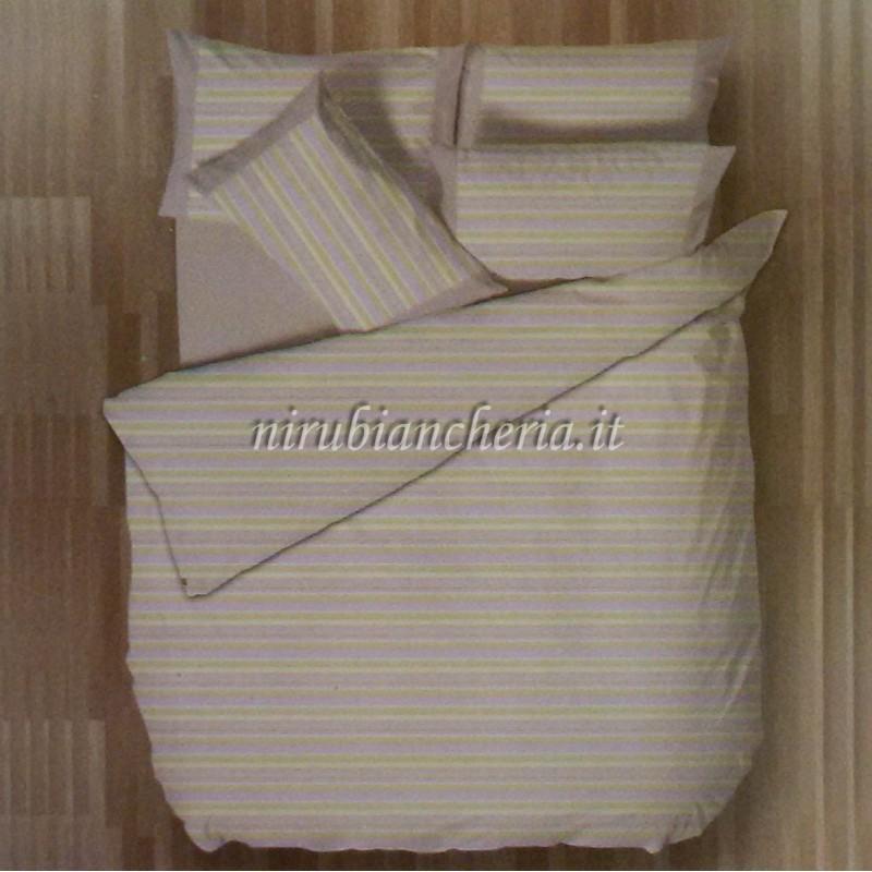 001bac31e8 Il completo lenzuola con fantasia a fascia di Regina Schrecker è realizzato  in puro cotone percalle, un materiale morbido e pratico, in puro cotone  100% ...